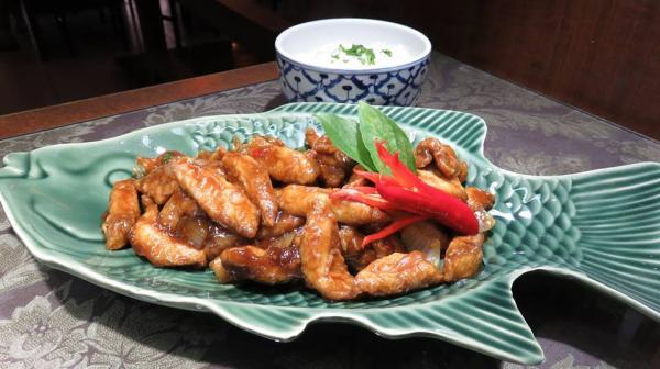 Bangkok Garden Maringá - Peixe Empanado com Molho de Ostra e Manjericão Tailandês
